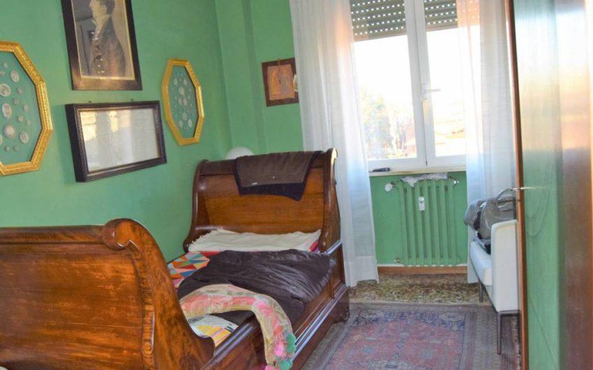 Trilocale buono stato, quarto piano, Parma