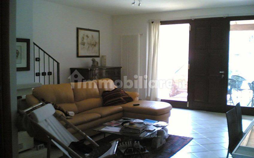 Villa a schiera a Botteghino, Parma