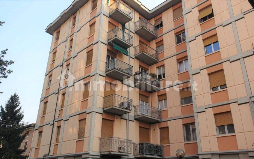 Trilocale via Emilia Est, Parma