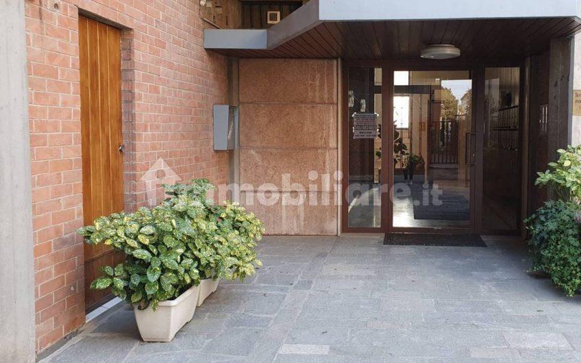 Quadrilocale buono stato, quarto piano, Parma